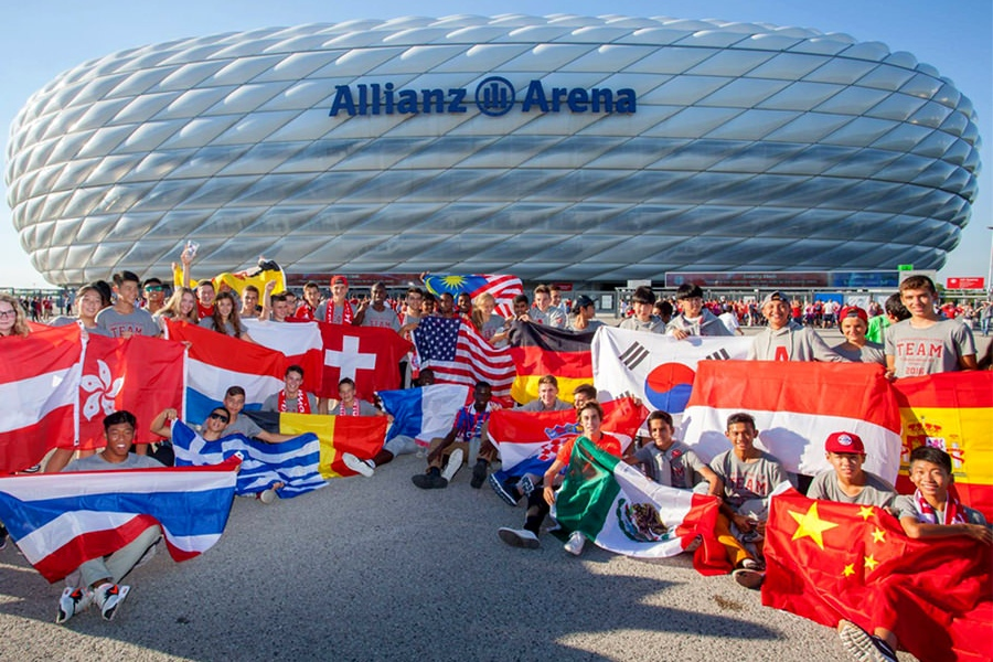 Allianz SE arena FCB bayern munich münchen instagram social media group people football team collection fashion design print LAKE5 Consulting GmbH Hannover Germany
